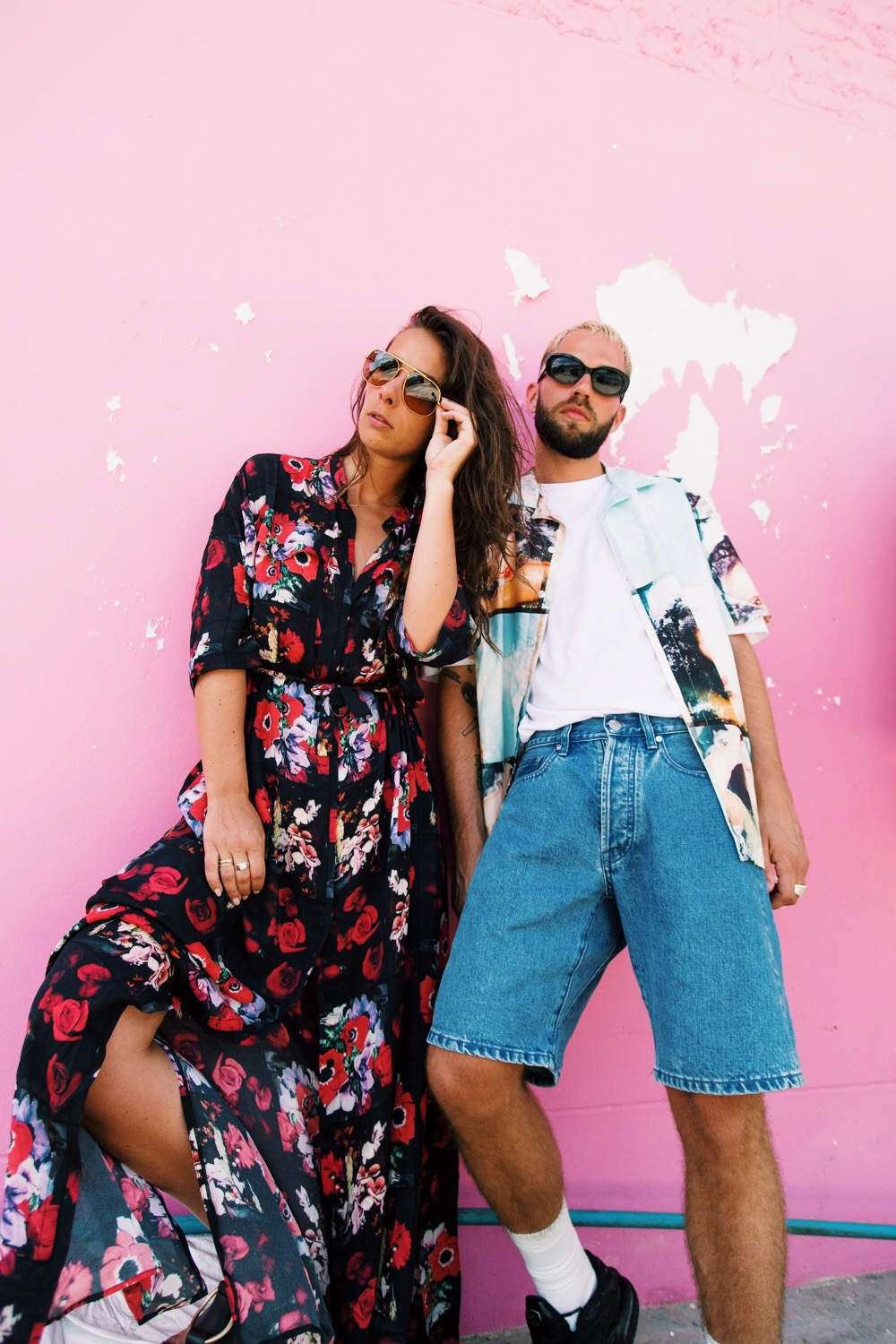 jaimetoutcheztoi pink wall fashion couple street style mode